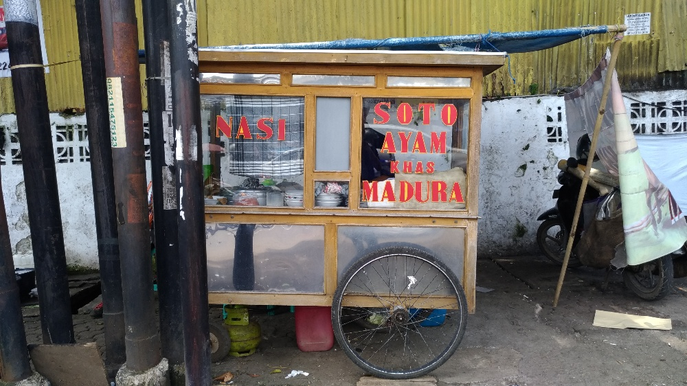 Dibungkus: Soto Ayam Madura (Simpang Dago) - Andri Permana
